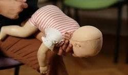 Bebeğin boğazına bir şey kaçma ve boğulma