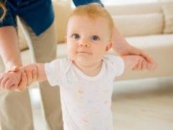 Bebeğin konuşması ve yürümesi