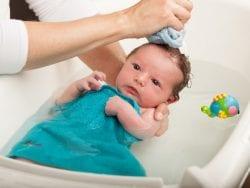 Bebek Şampuanı Kullanırken Bilinmesi Gerekenler
