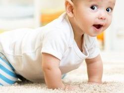 Bebeklerde emekleme ve diğer gelişim süreçleri