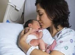 Yeni doğan bebek neleri görür ne duyar
