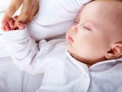 Yeni doğmuş bebek ne zaman nasıl uyur