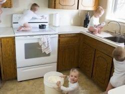 Bebekleri ev kazalarından korumak için banyoda nelere dikkat etmeli?