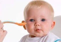 Bebeğinizin İlk Yiyecekleri: Ne Zaman Başlamalı?