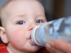 Bebekler için en iyi biberon verme pozisyonu nedir