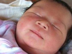 Yeni doğan bebeğin yaşamın ilk günündeki bakımı