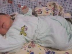 Yeni doğan bebek hastanede kaç gün kalmalı