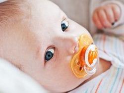Bebeklerde Kullanılan Emziklerin Zararları