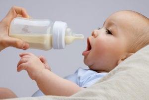bebekte biberon